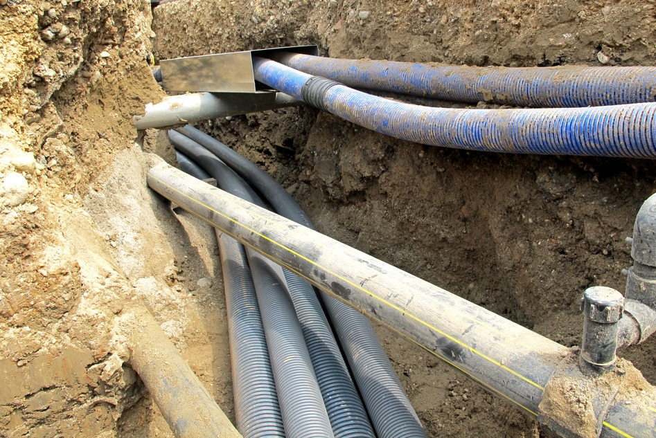 electrical cables and optical fibres in the digging